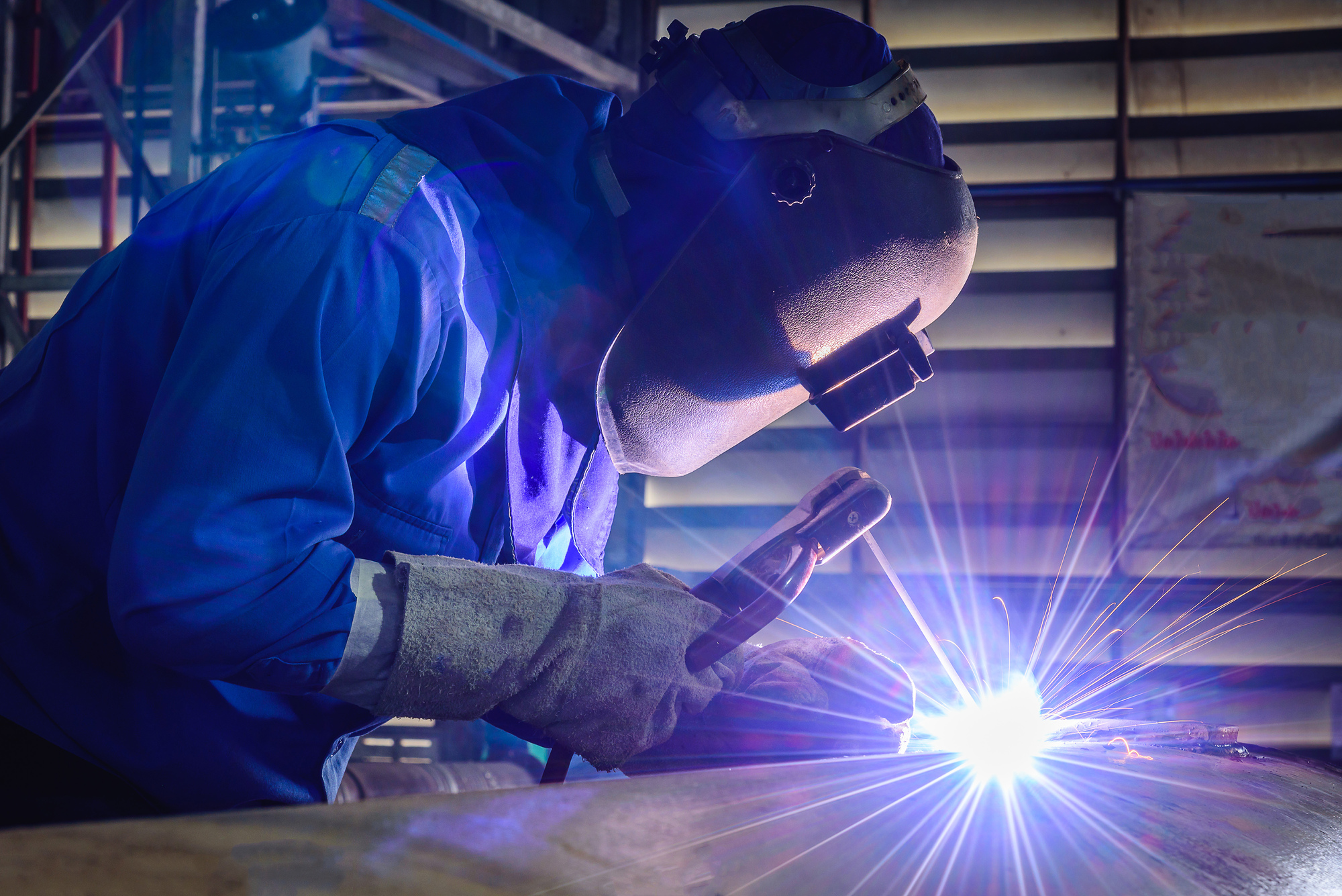 Welding steel structures and bright sparks with len flare